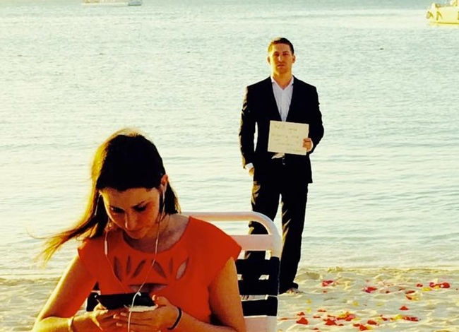 Proposes To His Girlfriend Everyday For 365 Days Without Her Knowing