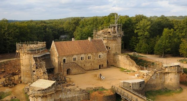 Volunteers Spend 20 Years Building a Medieval Castle Using Historical Techniques